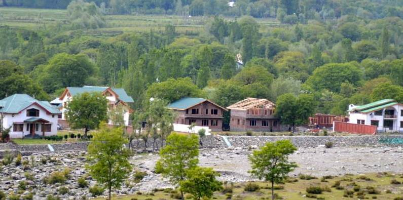 Enjoying political, bureaucratic patronage, hoteliers at Yanner Pahalgam carry on with their businesses illegally