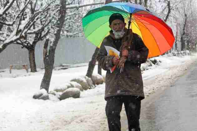 Kashmir, snow - old man