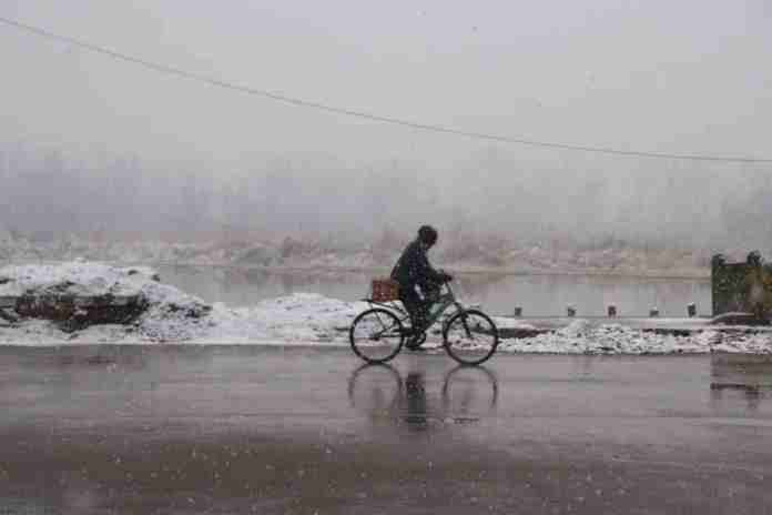 kashmir, weather, snowfall in kashmir, kashmir snow, kashmir tourism, kashmir tourists, jammu and kashmir, srinagar, srinagar weather, kashmir weather, snow in gulmarg