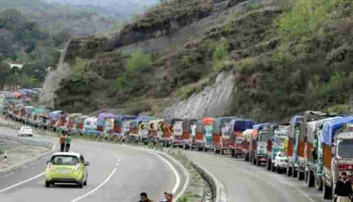 civilain traffic, darbar move, kashmir, jammu, srinagar highway, government forces