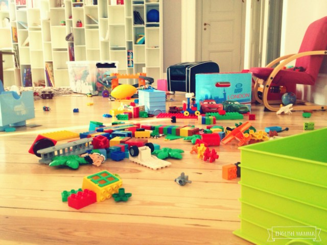 An English Mamma in Stockholm: playroom mess toys