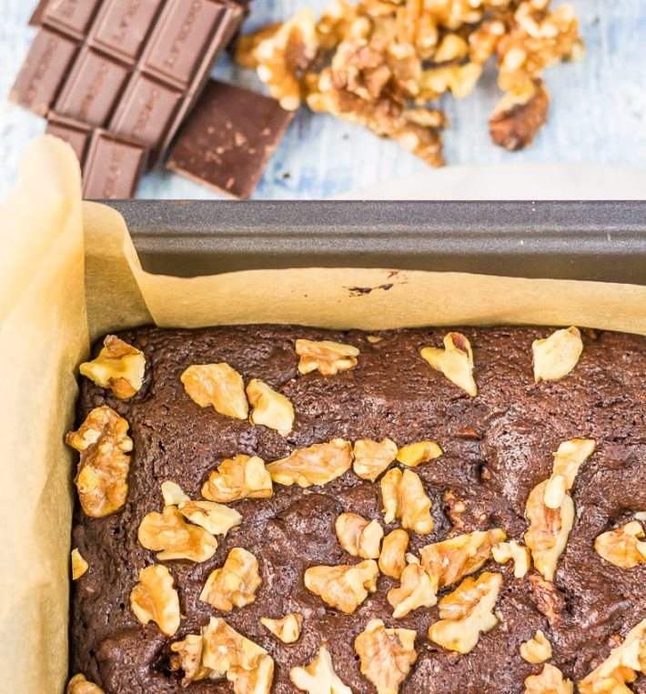 Cake-like Keto Brownies with walnuts are so so so good. Only 2g net carbs per brownie