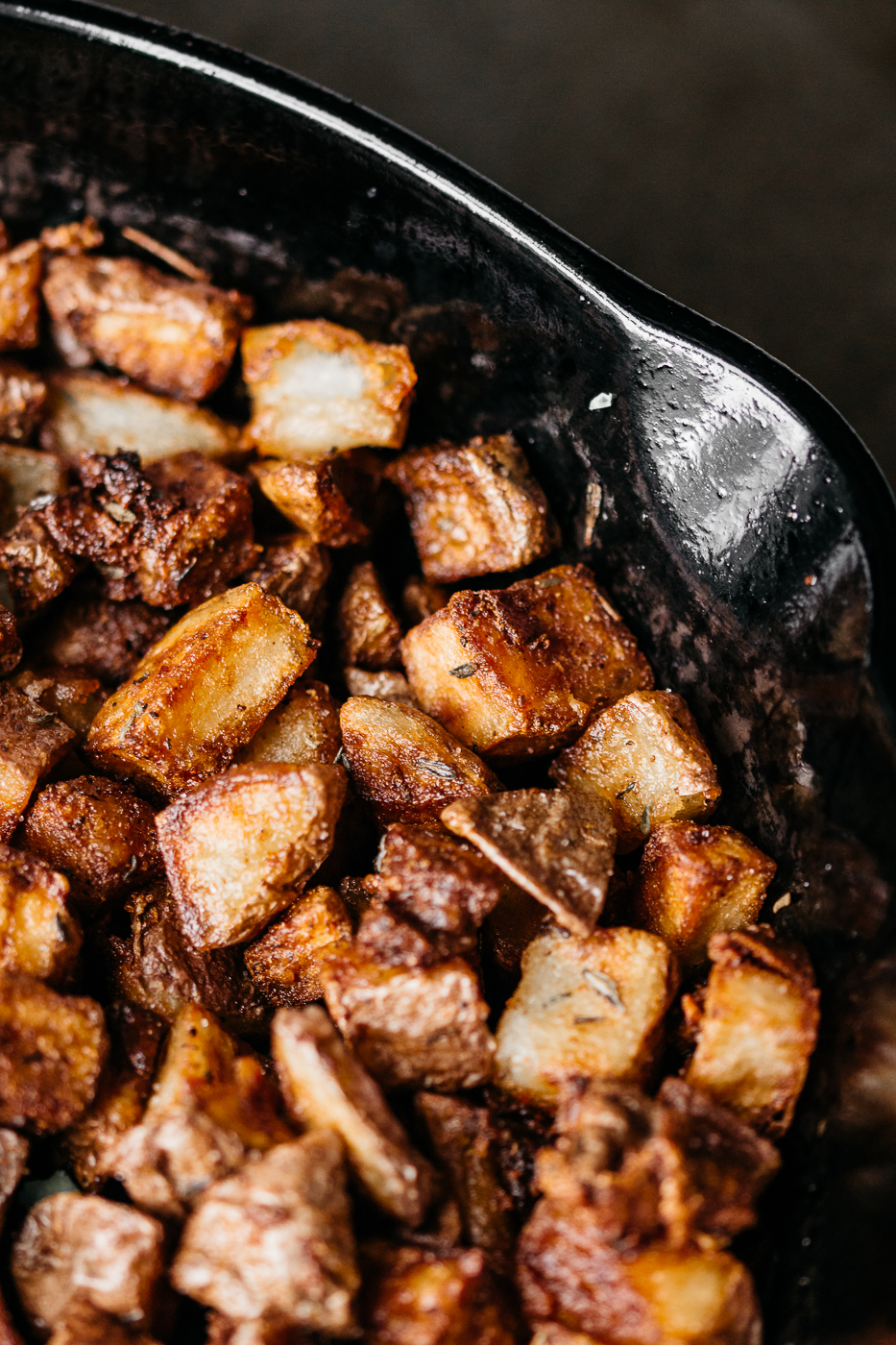 herbed skillet potatoes, skillet potatoes recipe, cast iron skillet dinners, southern cooking blog, brunch side dishes