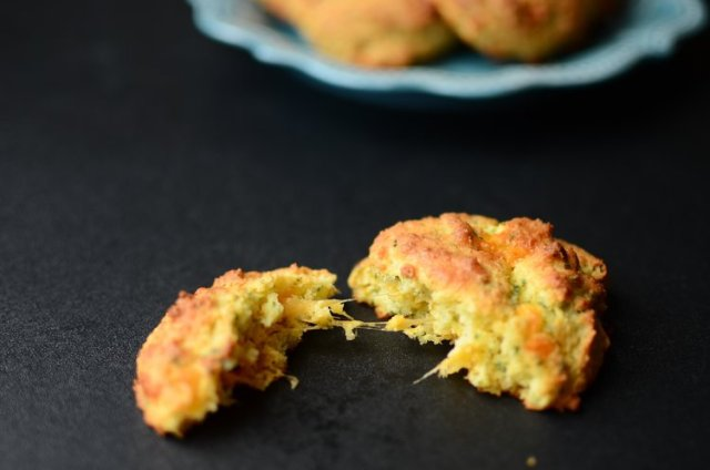 20_Keto_Low_Carb_Holiday_Recipes_Cheddar_Biscuits