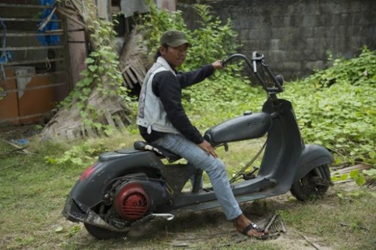 Indonesians-Oddest-Motorbikes-Ever-005-