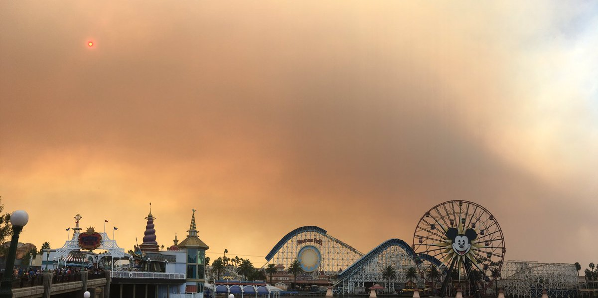 Breaking News! - Anaheim Hills Wildfires Threaten Disneyland and Disney's California's Adventure