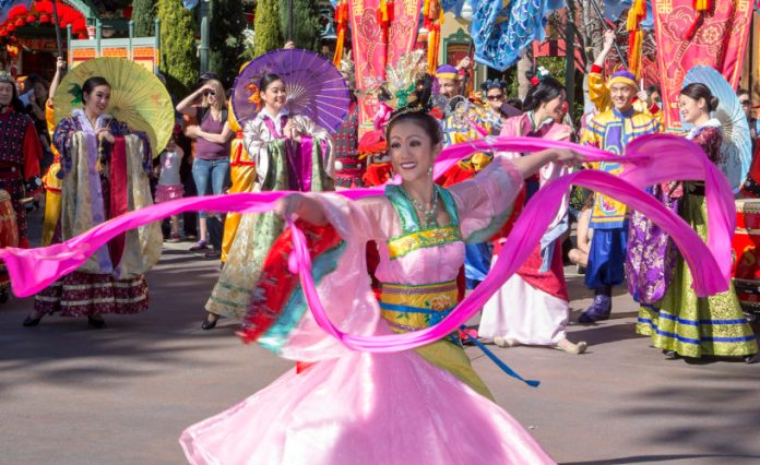 disneyland-lunar-new-year-parade