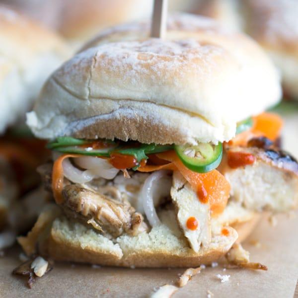 Vietnamese classic gone sliders! Chicken Banh Mi Sandwich Sliders made with grilled chicken, pickled veggies, cucumber, cilantro, jalapeno, mayo, and Sriracha. #banhmi #vietnamese #partyfood #gameday #sliders #grilledchicken