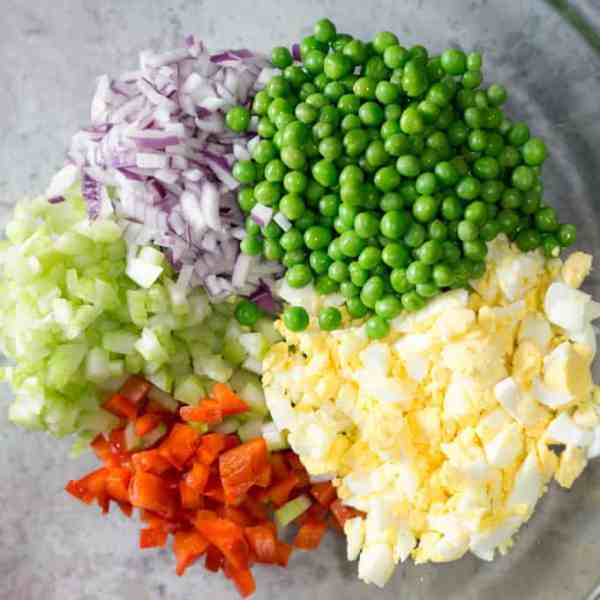 Secretly healthy macaroni salad recipe uses Greek yogurt and (optional) mayo. It's creamy, zesty, and full of vegetables! #macaronisalad #macaroni #picnicfood #pastasalad #vegetarian