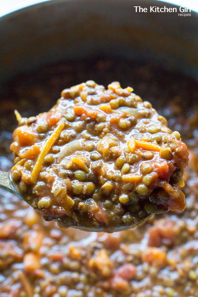 Eat clean for days with Going Meatless Lentil Chili. It's ready in 60 and mostly hands free with lots of freezable leftovers! thekitchengirl.com #onepotmeal #onehourchili #lentilchili #veganchili #glutenfreerecipe #meatlessmonday #easydinnerrecipe #freezermeal