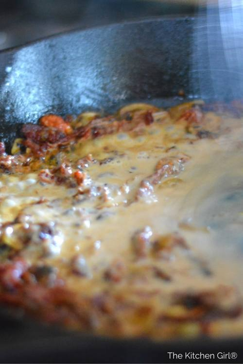Sun-dried Tomato Vodka Chicken is a creamy, 30-minute, one pot wonder. SunDried tomatoes, chicken, and peas in a lighter (1% milk) cream sauce. thekitchengirl.com