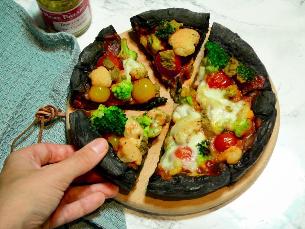 Pizza au charbon (6)