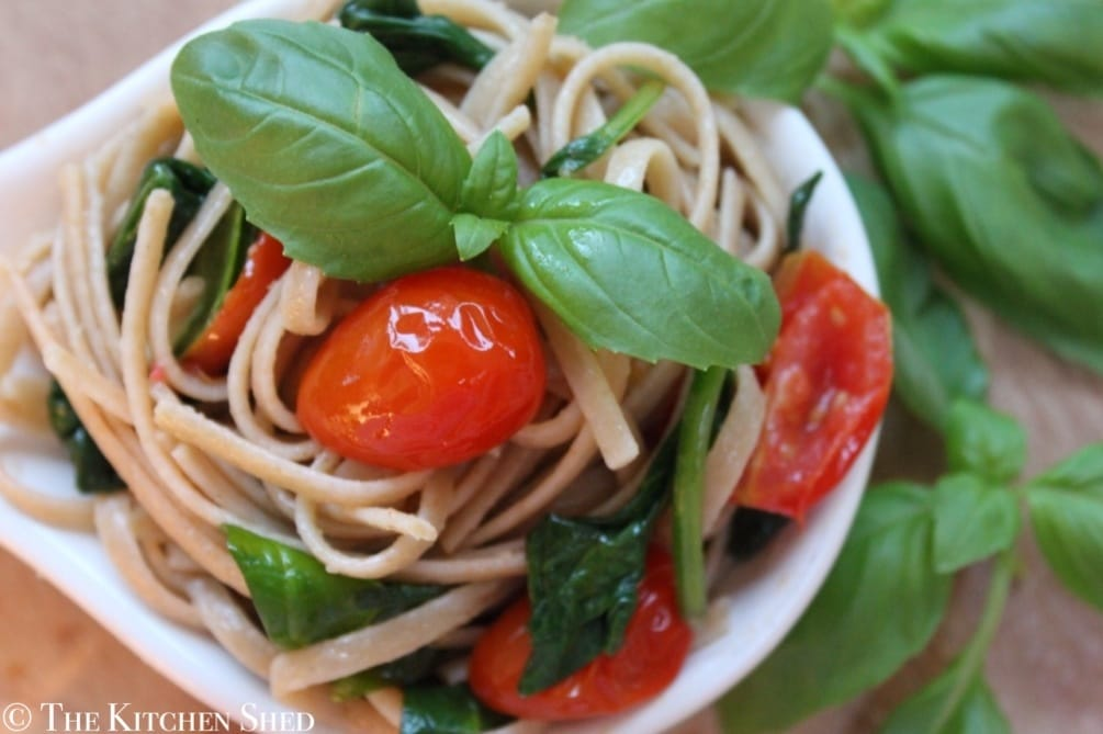 Clean Eating Tomato, Basil & Spinach Linguine