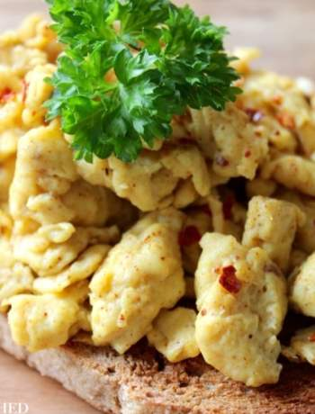 Clean Eating Spicy Scrambled Eggs