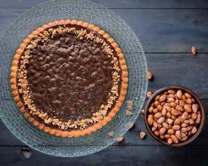 Torta Snickers al Caramello e Noccioline