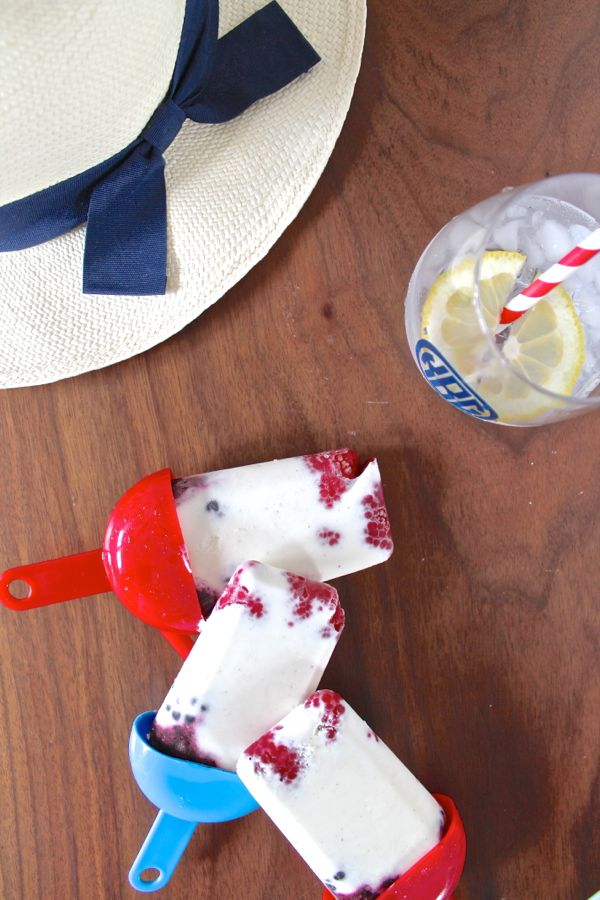 Patriotic Popsicles, creamy popsicles with raspberry and blackberries - via The Kittchen