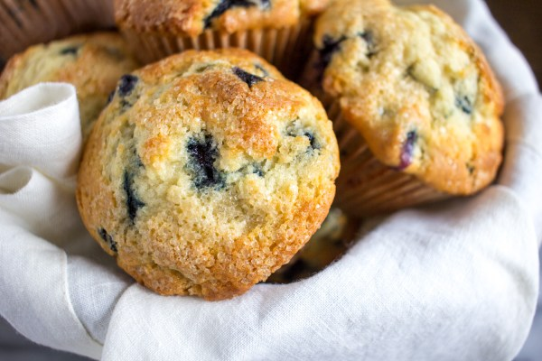 How to Make Muffins with Muffin Tops - bake bakery style muffins at home!