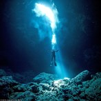 34E07E9800000578-3623466-Scuba_diving_instructor_Charlie_Jung_captured_what_lies_beneath_-a-48_1464946425790