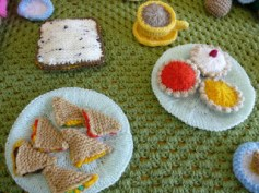 Knitted sarnies