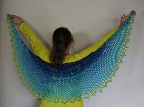 Dragonfruit Shawl in a gradient by Sanoe on Ravelry