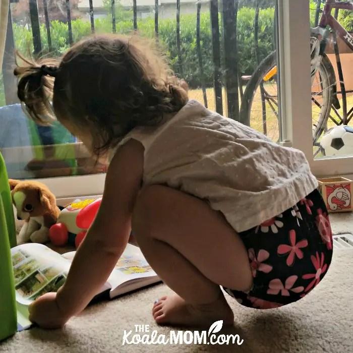 Little girl wearing an Omaiki flower diaper