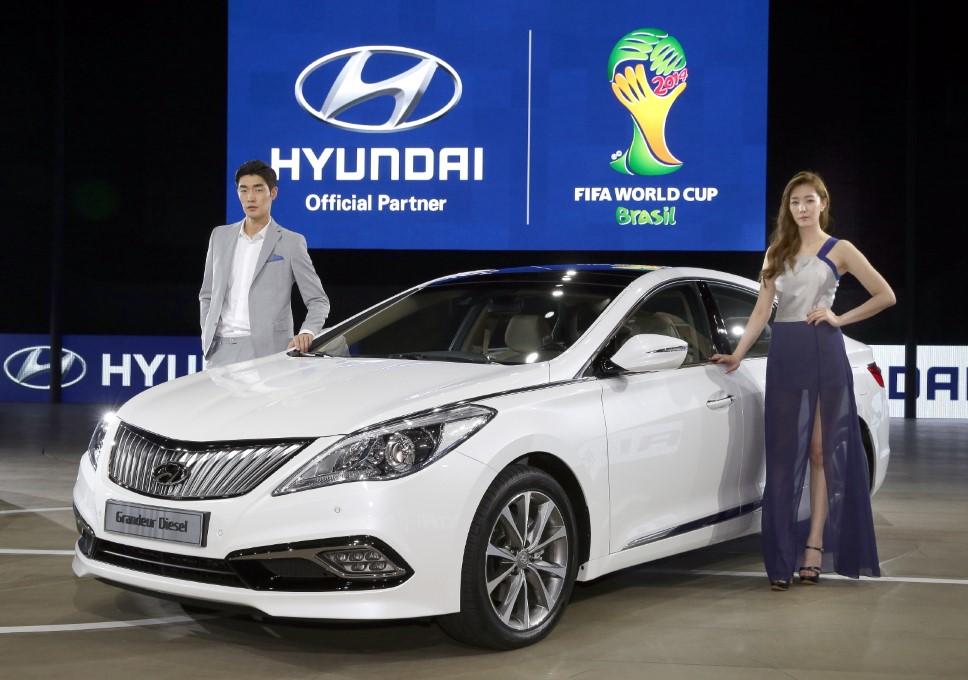 Hyundai Motor Strengthens Large Sedan Line-ups at the 2014 Busan International Motor Show 3 (Custom)