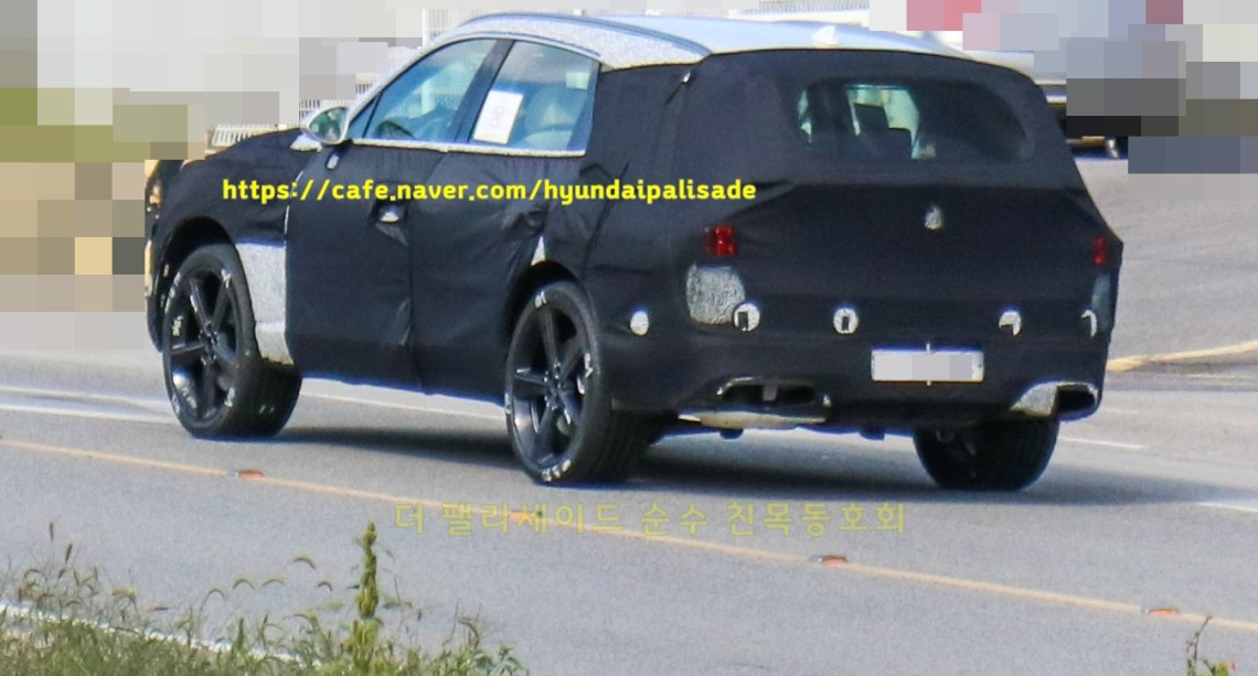 Genesis GV80 Spied with its final body (3)