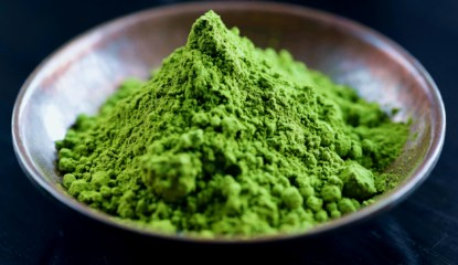 Green Vein Borneo Kratom powder from Indonesia found at thekratomman.com
