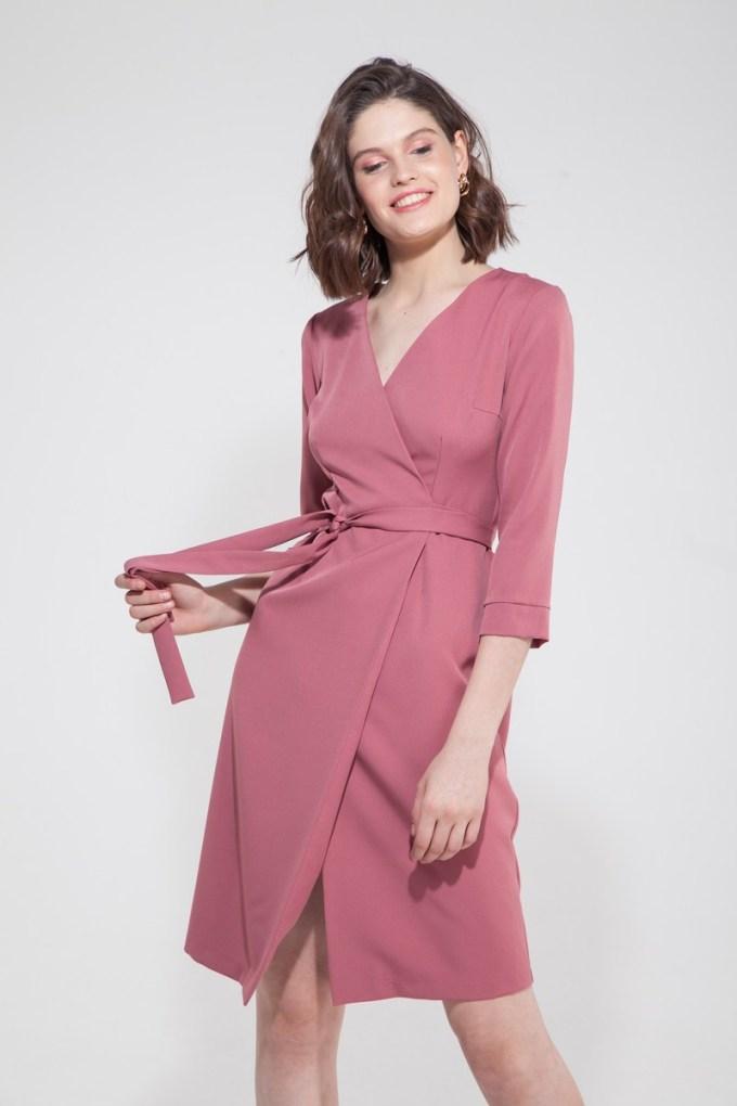 Платье миди на запах розовый персик - THE LACE