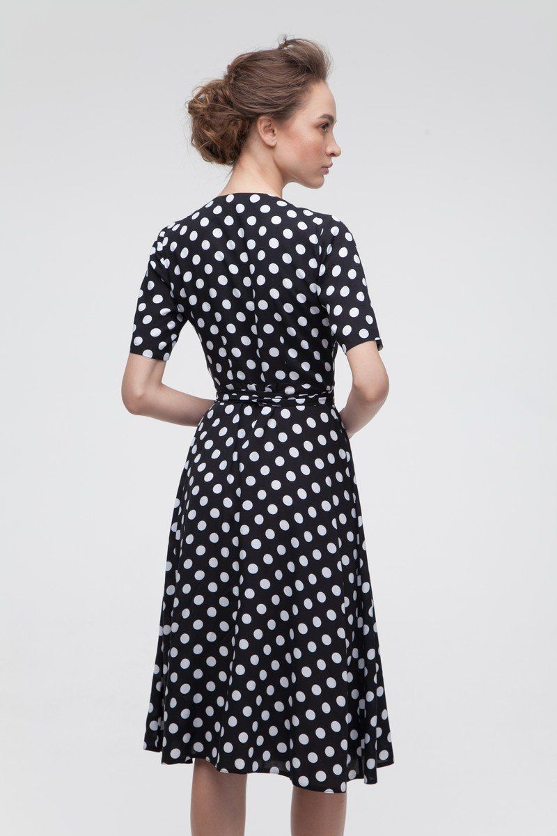 Платье на запах в горох миди черное — THE LACE