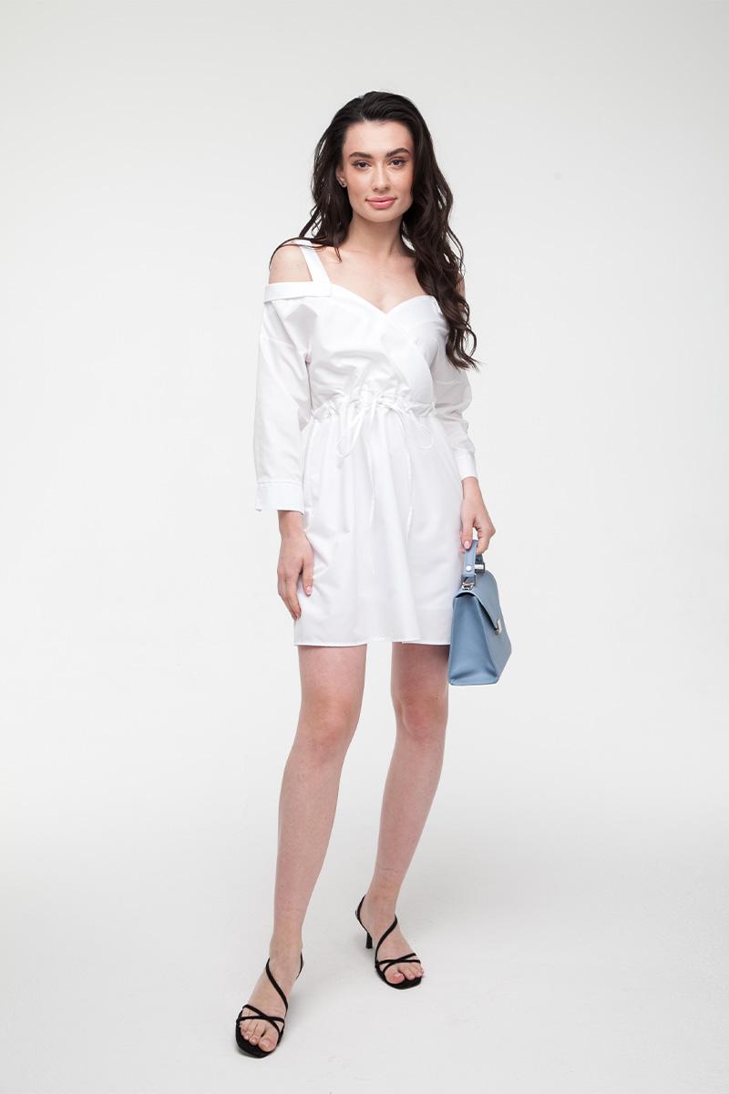Платье-рубашка со спущенными плечами белое