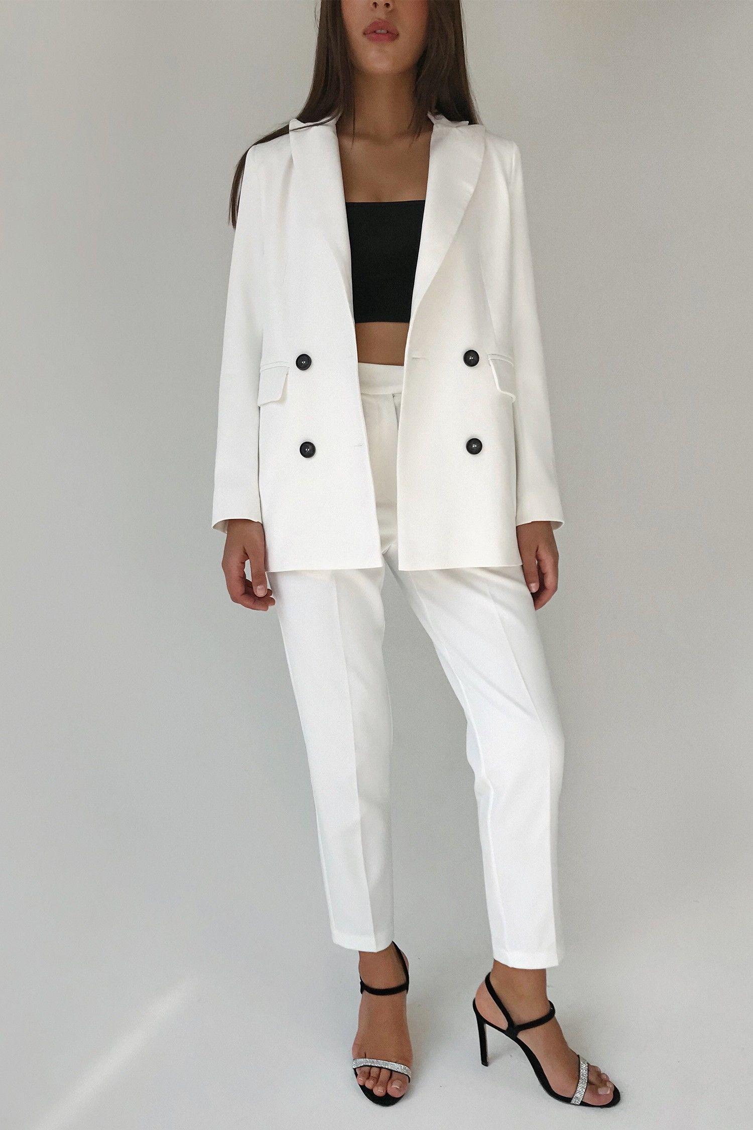 Брючный костюм с двубортным жакетом белый - THE LACE