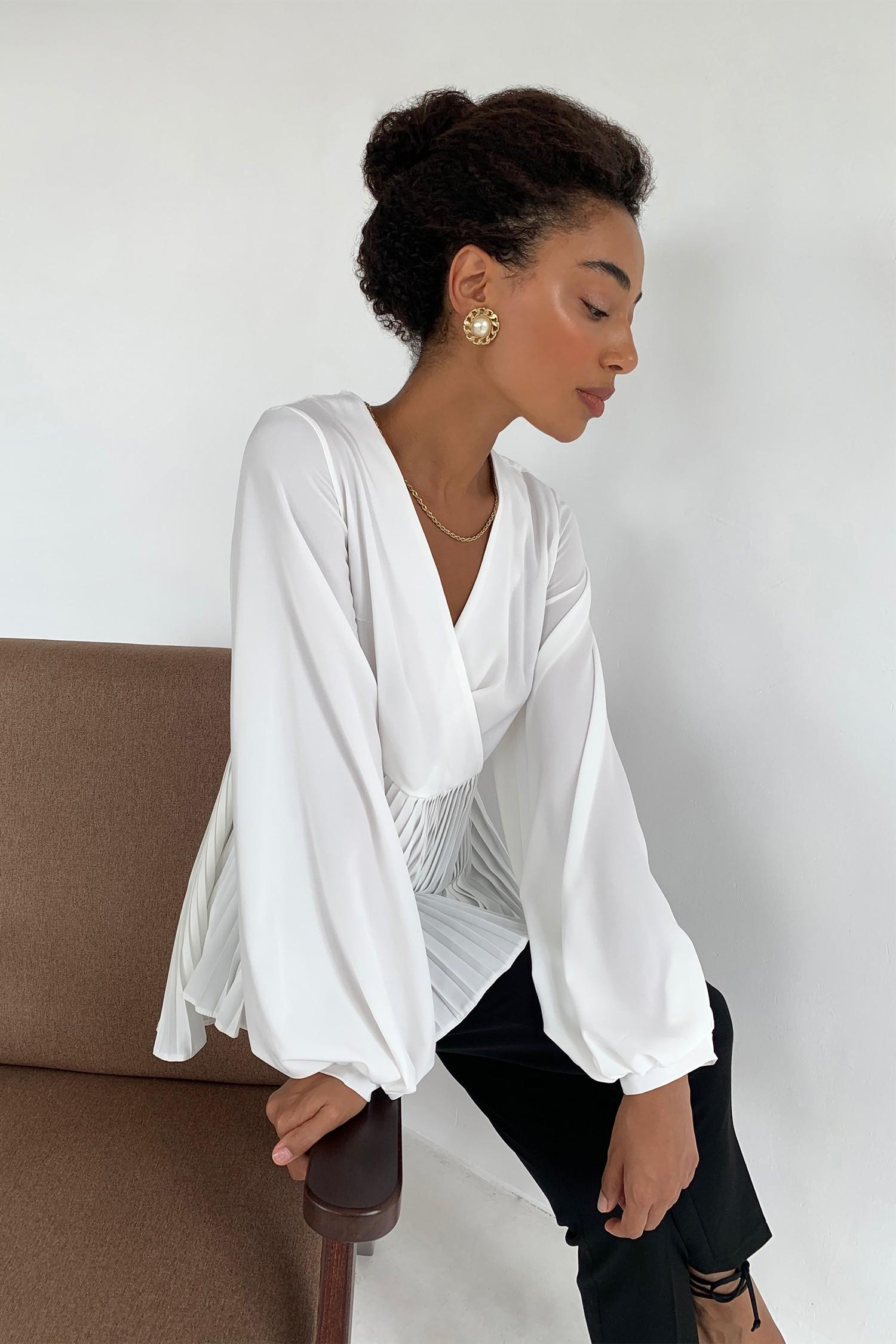Блуза на запах с плиссировкой молочная - THE LACE