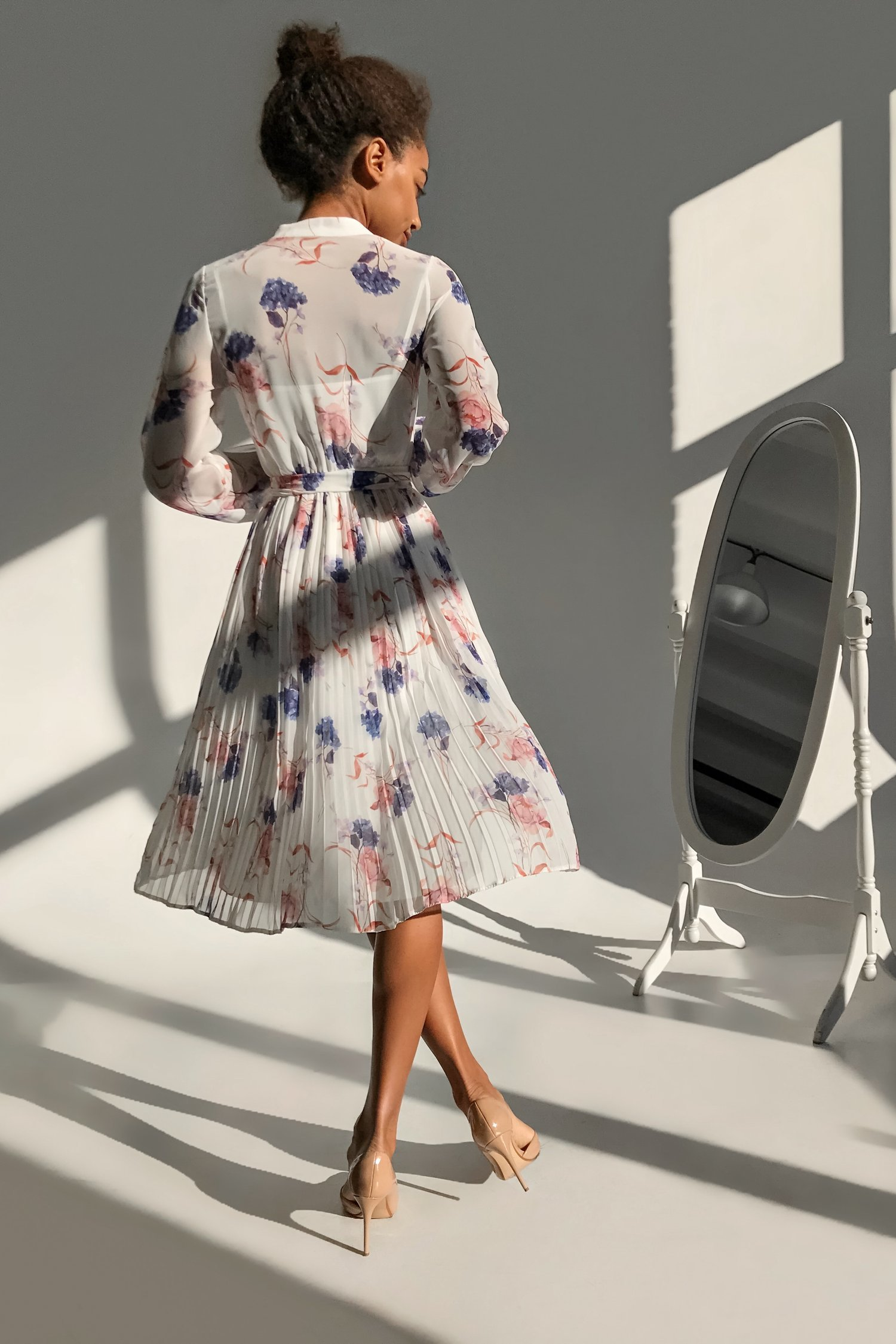 Платье миди плиссе белое Flowers fantasy - THE LACE