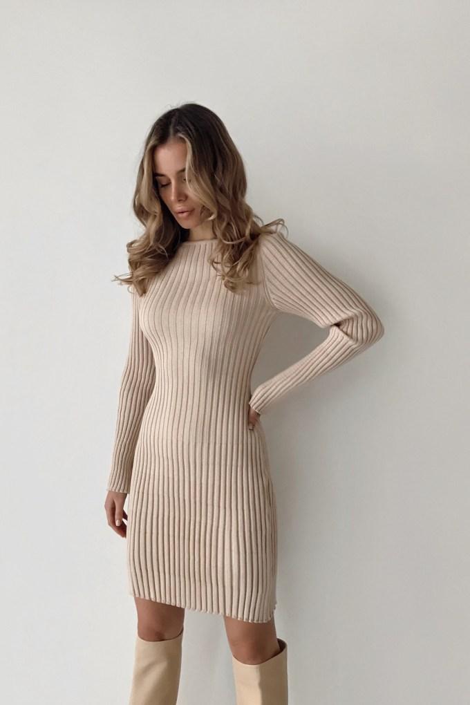 Трикотажное платье мини бежевое - THE LACE