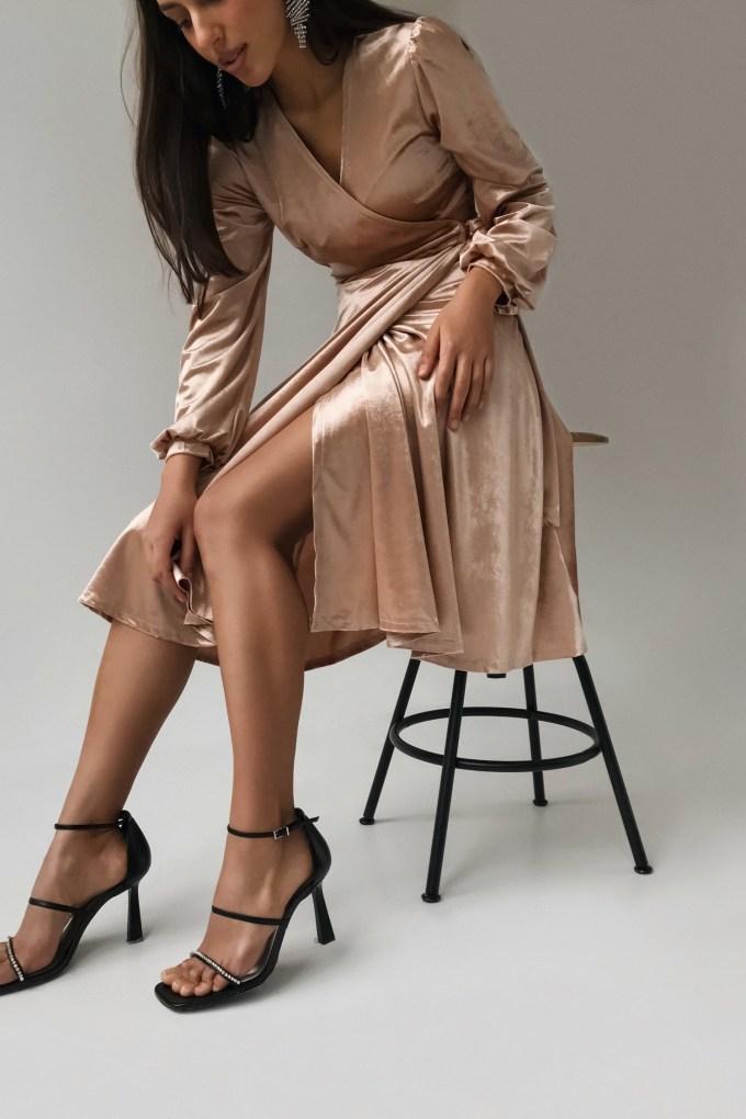 Платье миди на запах из бархата золотое - THE LACE