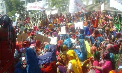 Women protesting at Kalaburagi. Photo courtesy Vinay Sreenivasa, ALF.