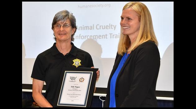 Richland investigator receives award