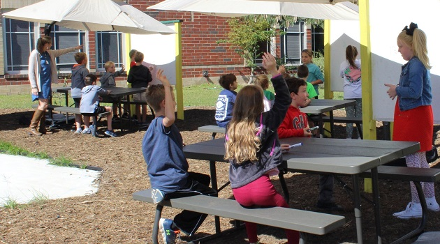 Pleasant Hill honors teacher with outdoor classroom