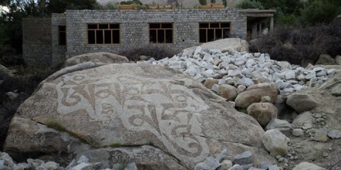 budhist-prayers-inscribed-on-a-stone-in-panamik