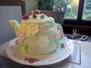 tea-set-party-cake