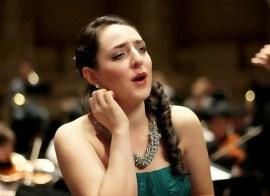 Karen Santos proves beauty in music can flow trough a paint brush