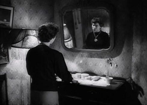 daughter-of-horror-mirror