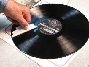 Cleaning an LP with the applicator