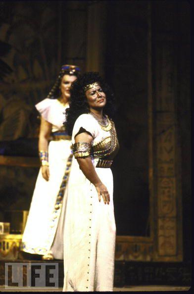 Aprile as Aida