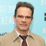 """Peter Scolari, star of 80s sitcom, """"Bosom Buddies"""" dead at 66"""