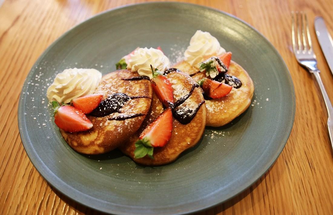 Pancakes and Chocolate Sauce Gillray's Brunch London - London Lifestyle Blog