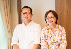 (左)鈴木弘章(右)鈴木ヤスミン