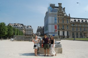 Whitney, me, and Roxanne getting our picture in le Jardin des Tuileries.
