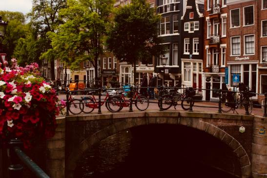 amsterdam-architecture-bicycles-1187911